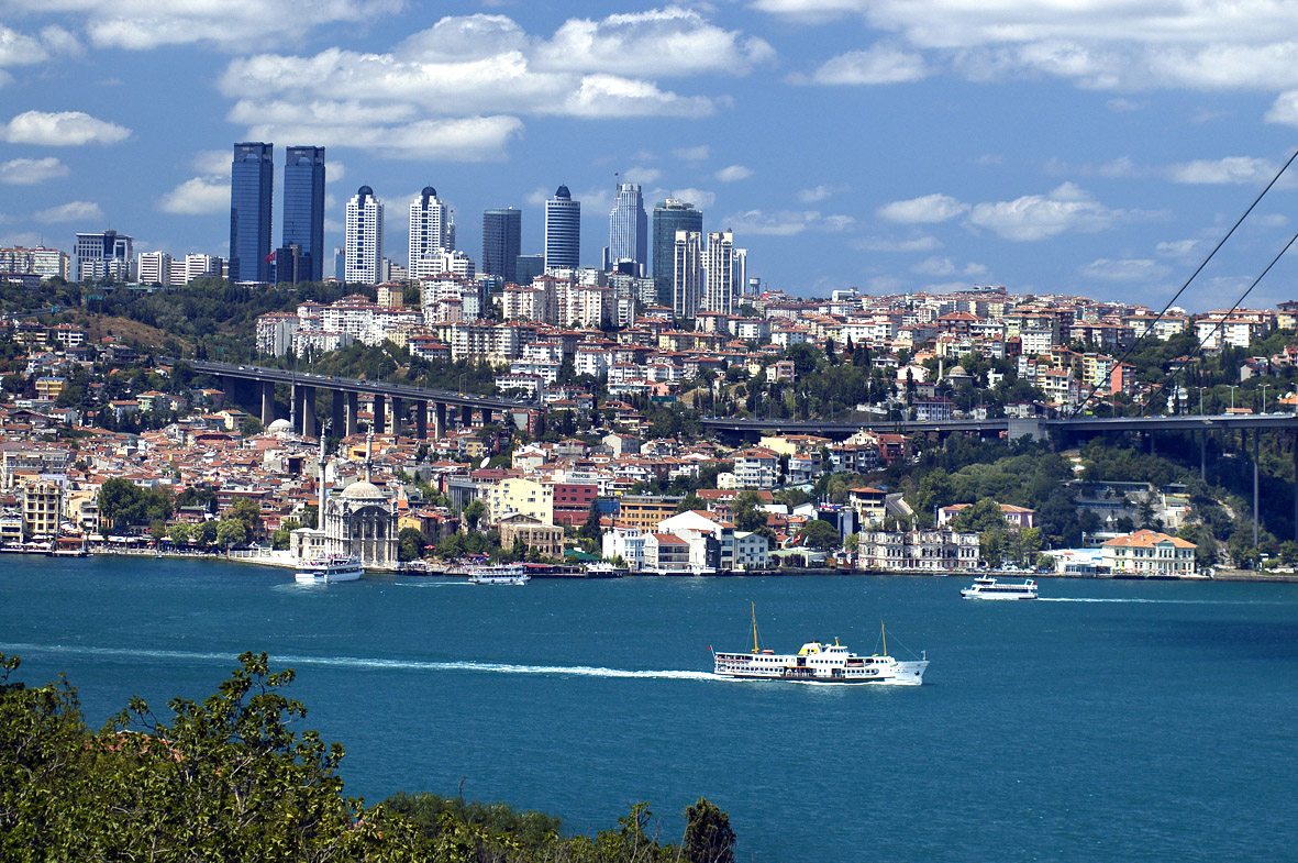http://homesandtravel.co.uk/wp-content/uploads/2010/10/istanbul_bosphorus_LR.jpg